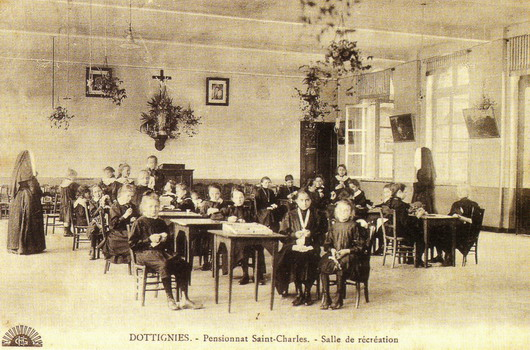 Institut St-Charles - Salle de récréation
